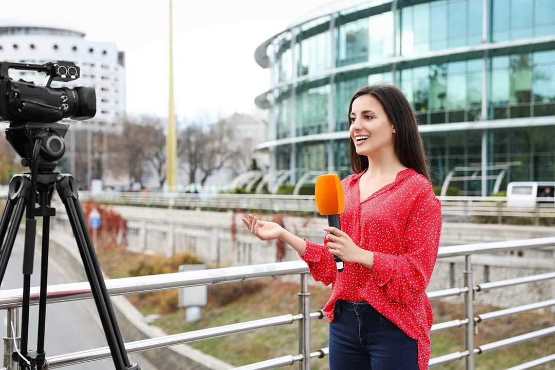 Alumna de bootcamp en Madrid de reporterismo de televisión